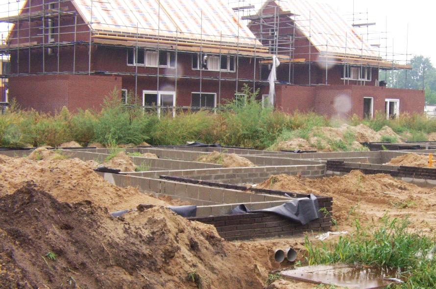 Foto van een huis in aanbouw.