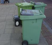 Afvalbakken die aan de straat staan